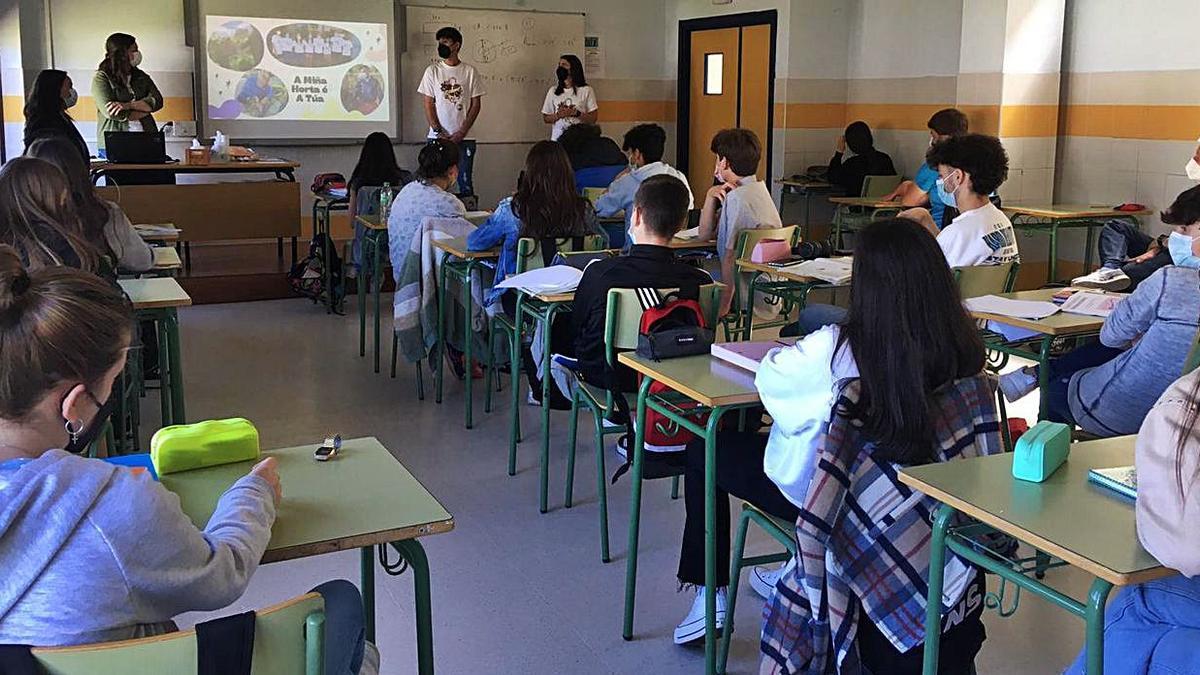 Baiuca Verdescente promociona el voluntariado en el instituto   CEDIDA