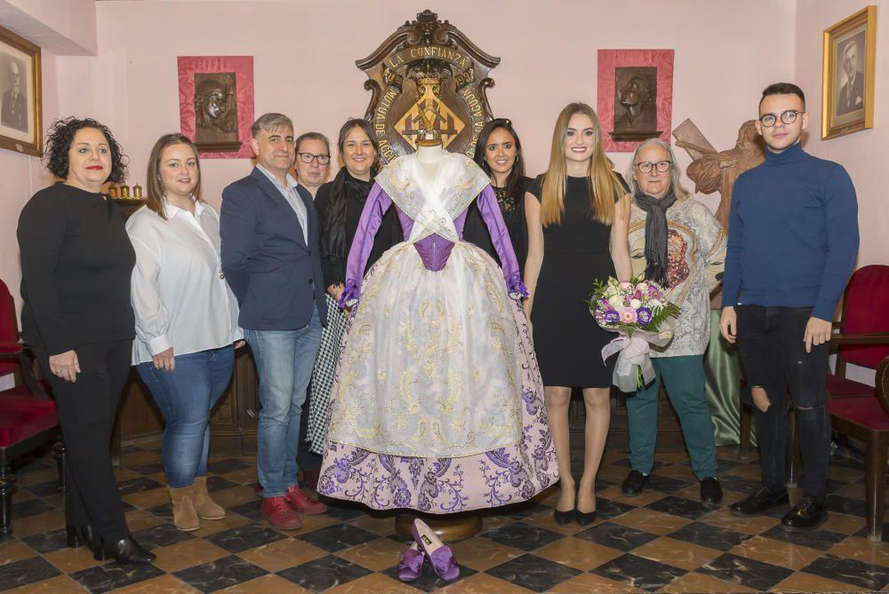 La confección del mismo ha corrido acargo desde el pasado diciembre por los Estudiantes de la Escuela, y siguiendo los cánones de la vestimenta tradicional valenciana.