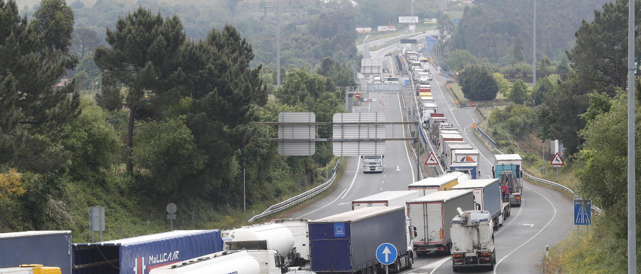 Atasco en el puente internacional Tui-Valença.