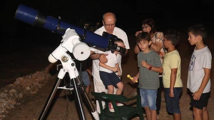 L'Alcúdia convierte en una costumbre la observación astronómica nocturna