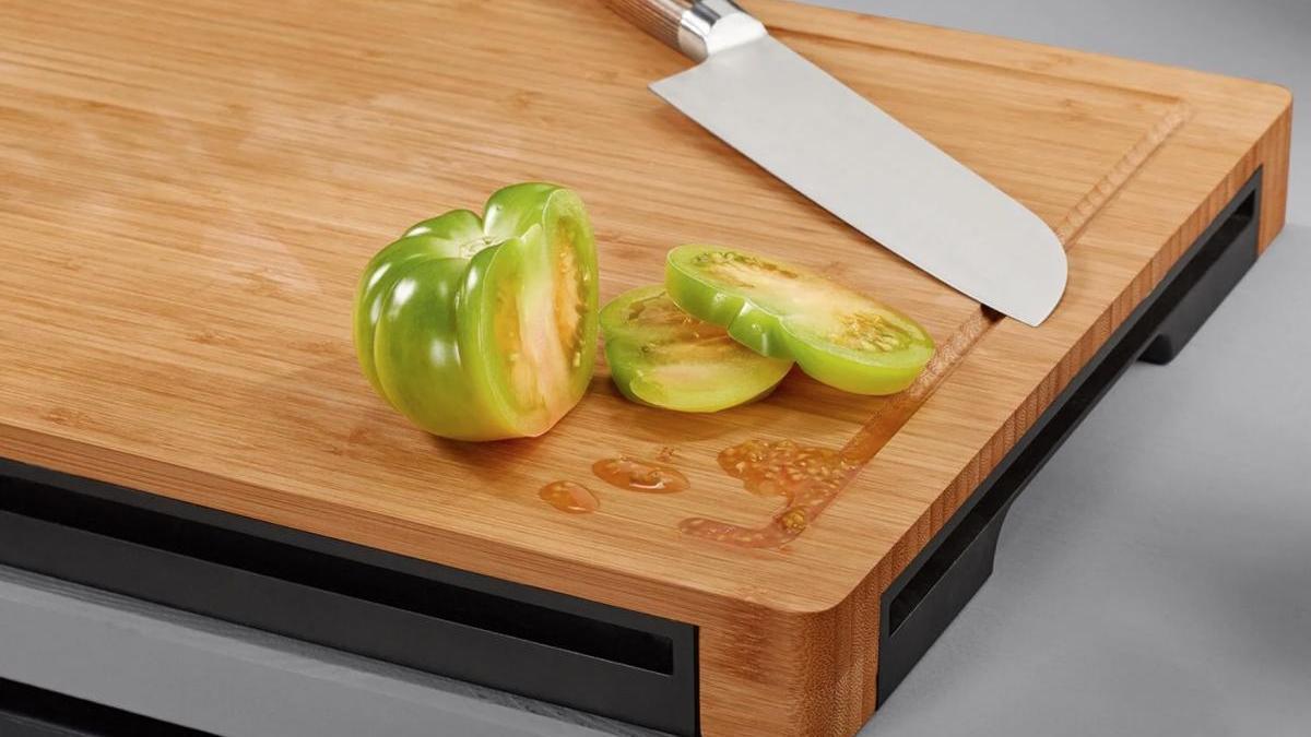 Trucos para limpiar en la cocina: cómo desinfectar las tablas de madera.