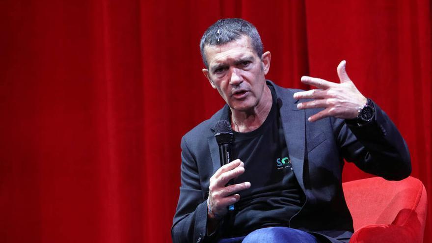 Antonio Banderas: 'Los Goyas son más complicados que los Globos de Oro'