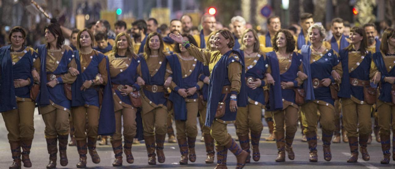 Entradas, desfiles o desembarcos de toda la provincia son fuente de inspiración para trabajos de profesores universitarios.
