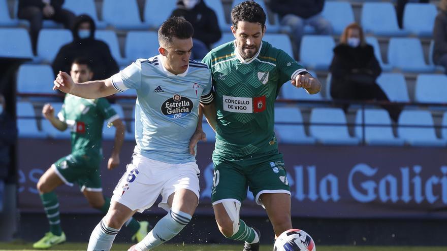 Lance del partido de hoy entre los dos conjuntos gallegos.