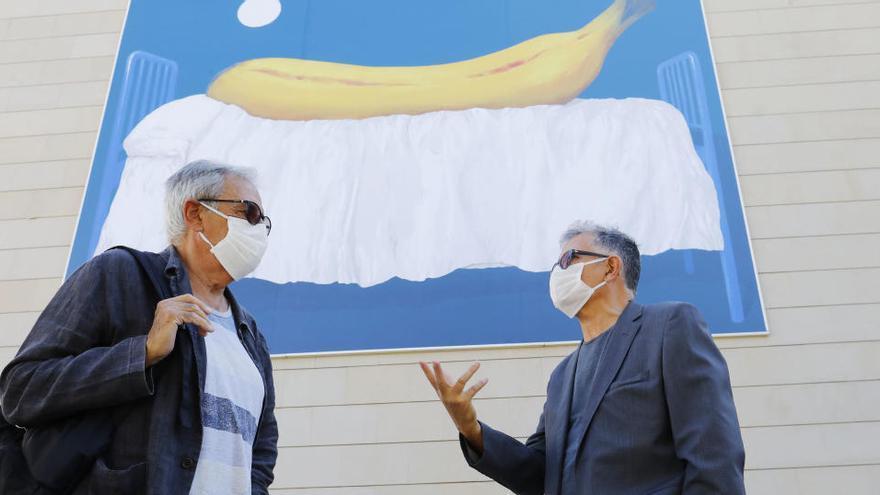 Un plátano gigante duerme la siesta en la fachada del IVAM