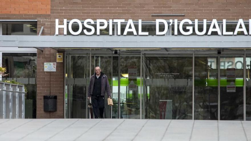 Els jugadors del RCD Espanyol fan un donatiu a l'hospital d'Igualada