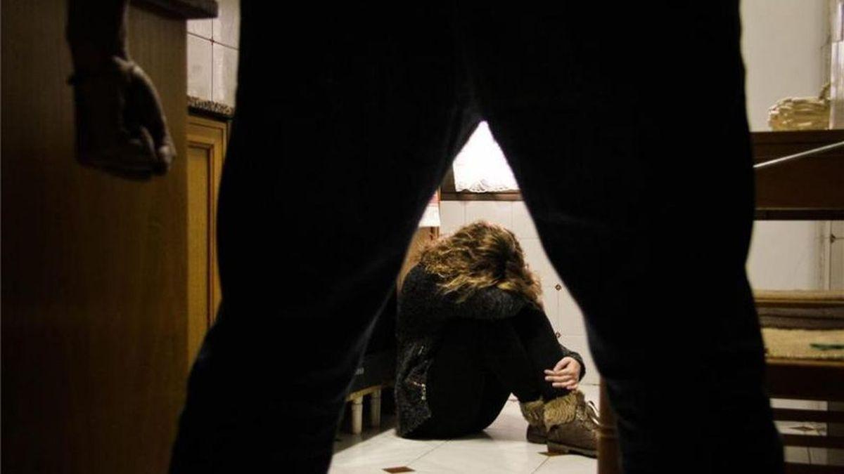 Alcalà lanza una guía para ayudas a las víctimas de violencia de género.