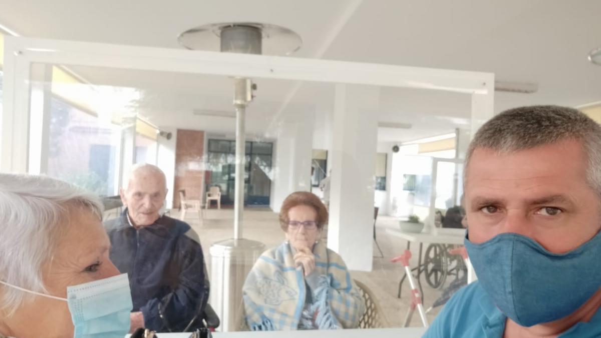 Salud no prevé ampliar a dos las visitas semanales a los mayores en residencias esta Navidad
