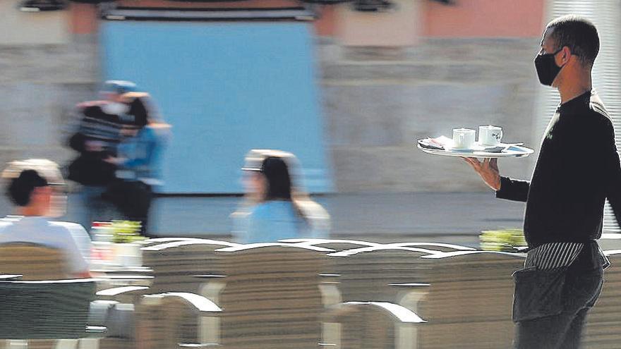 Sanidad amplía a seis el número de comensales por mesa en bares y restaurantes