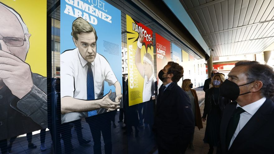 Pablo Casado visita la exposición de El Periódico de Aragón