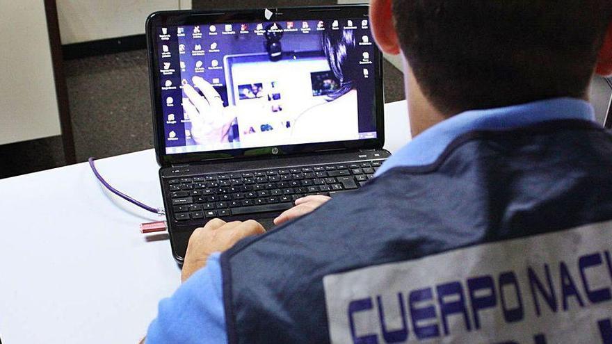 Piden tres años de cárcel por robar vídeos sexuales a una compañera en Palma