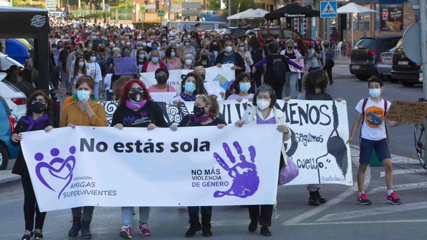 Manifestación en el Port de Sagunt por el asesinato machista de Soledad.
