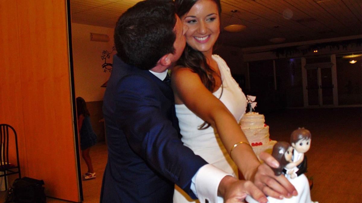 Maje y Antonio, en una foto llena de matices tomada  el día de su boda, celebrada el 3 de septiembre  de 2016, en Novelda. Levante-EMV