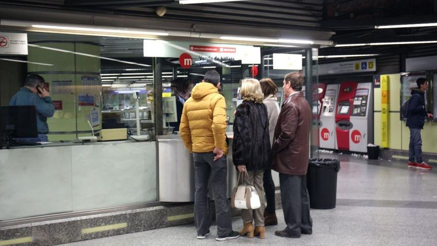 Los paros hacen mella en la inauguración del metro nocturno