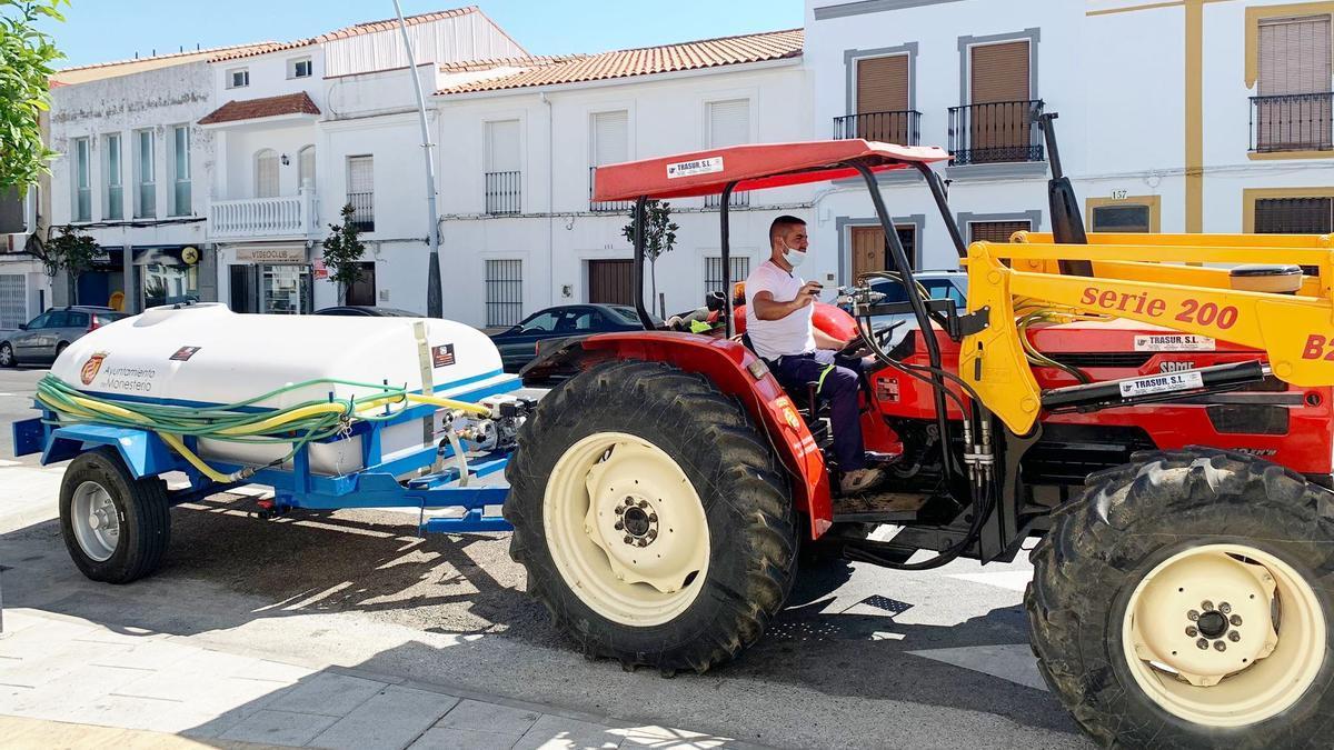 Tractor y cisterna adquiridos por el ayuntamiento de Monesterio
