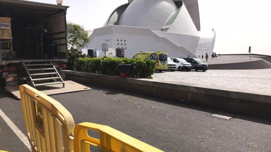 Detalle de los camiones que este miércoles rodeaban el Auditorio de Tenerife.