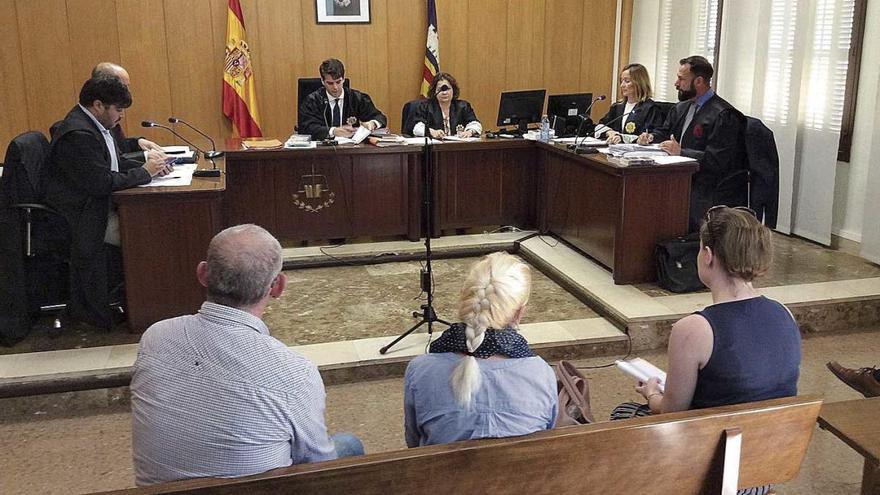 El juez no envía aún a prisión a la condenada por el atropelló mortal de Paula Fornés