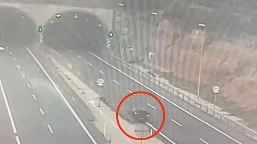Brutal accidente mortal tras estrellar su coche y salir despedido a gran velocidad