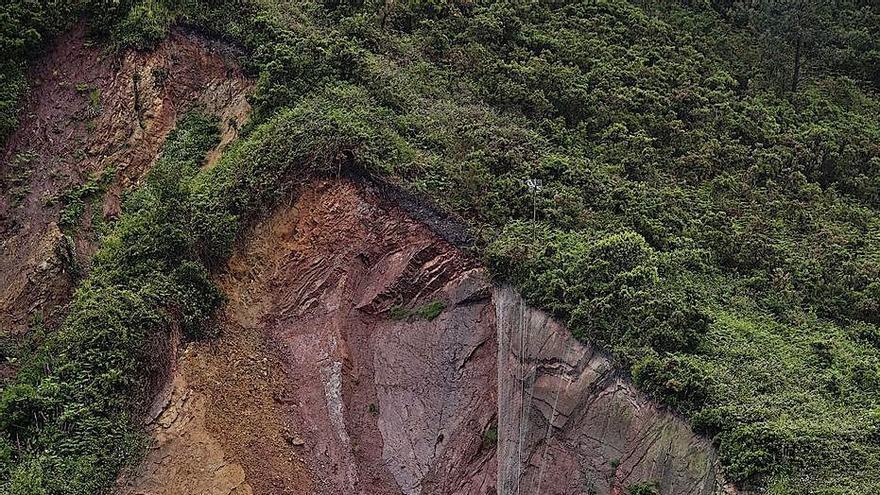 El juez obliga a la propiedad a asegurar la ladera argayada del monte Fuxa, en Candás