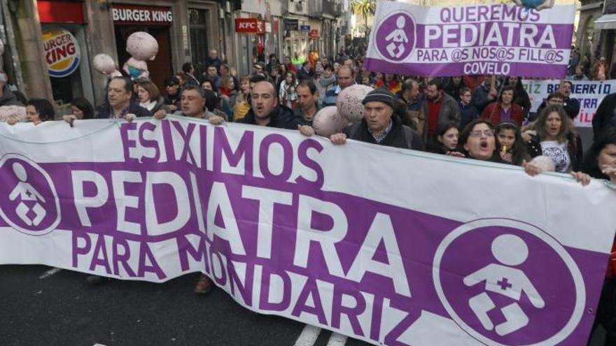 Varios miles de personas se manifiestan en Santiago en defensa de la sanidad pública