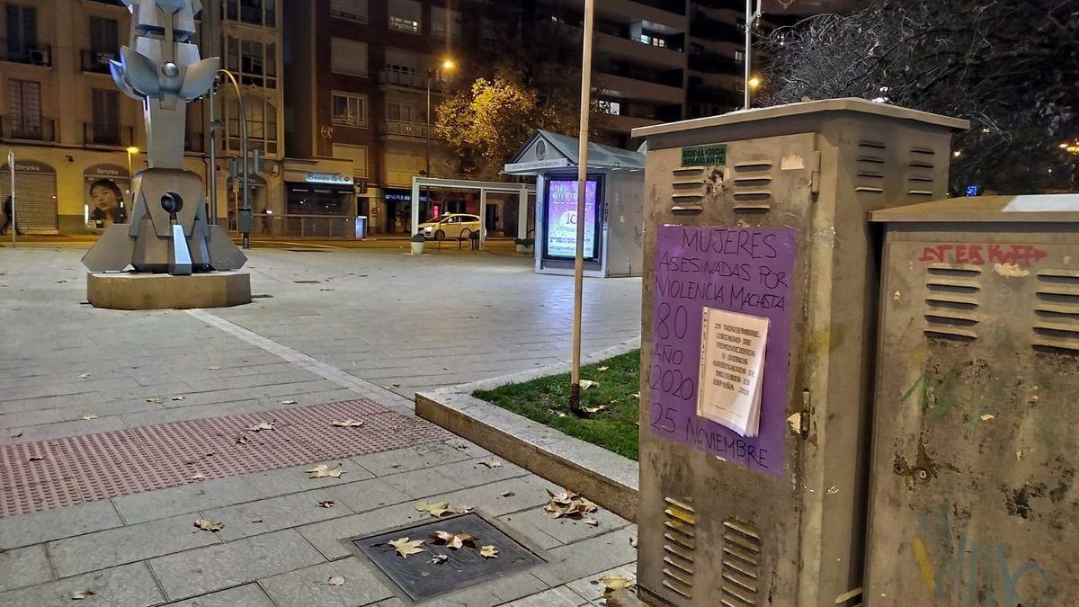 Trece Rosas Zamora empapela la ciudad con los asesinatos de mujeres por la violencia machista.