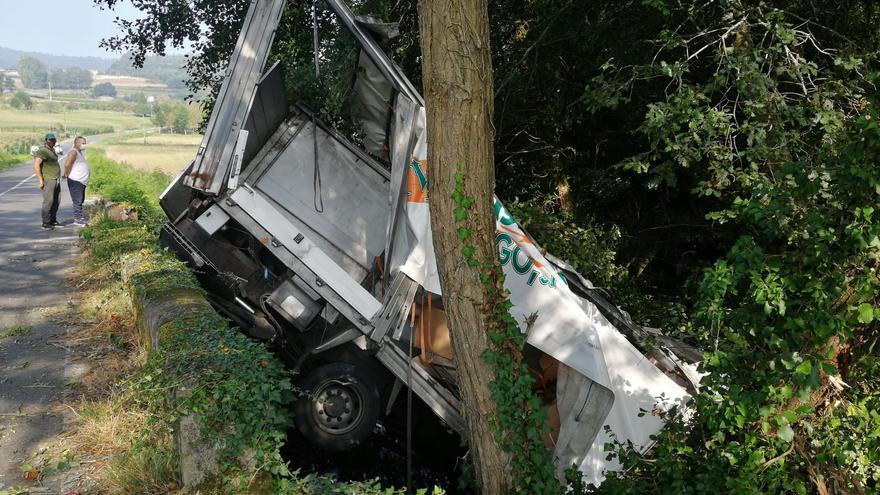 Cortan el tráfico entre Baloira y el Empalme por un accidente de camión