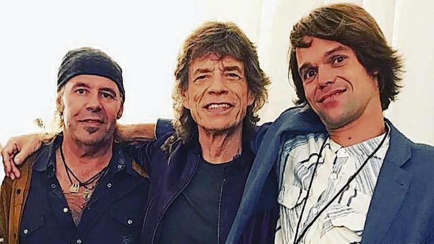 Vargas actúa en Melide con el sobrino de Mick Jagger
