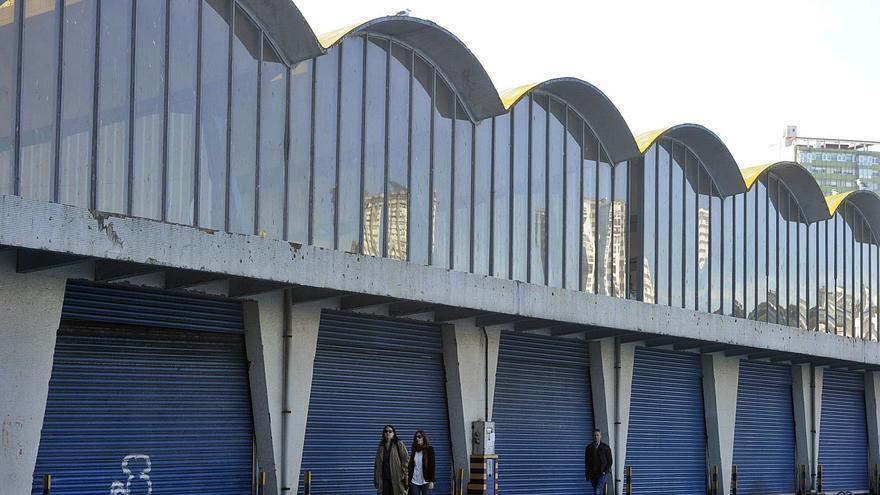 Fachada hacia el mar del edificio de la Lonja del Gran Sol, situada en el puerto coruñés.   | // JUAN VARELA