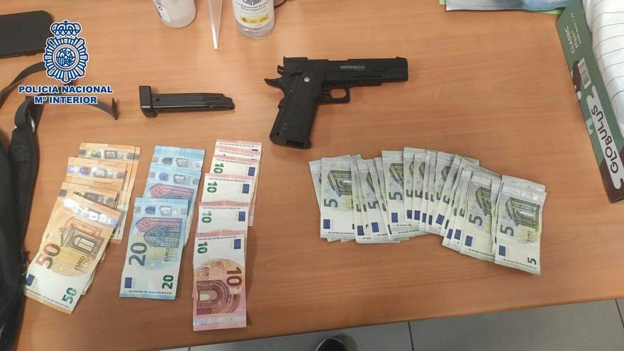 Detenido un menor por atracar un supermercado de Zaragoza con una pistola simulada