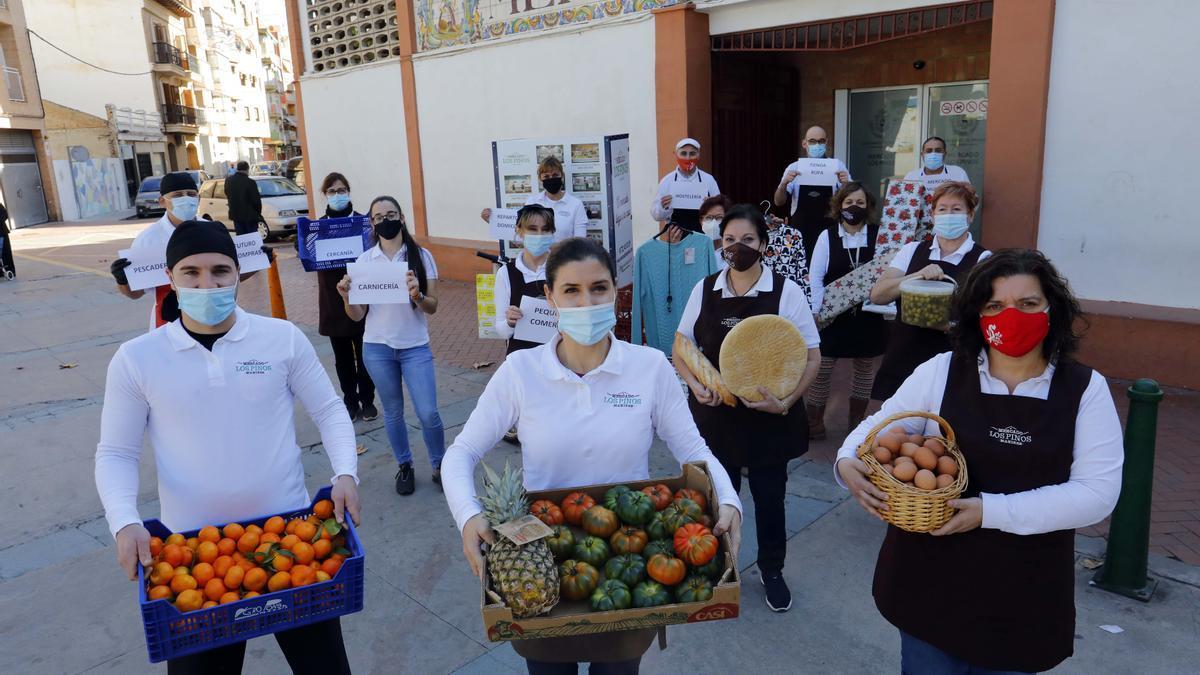 Vendedores del Mercado de Los Pinos de Manises