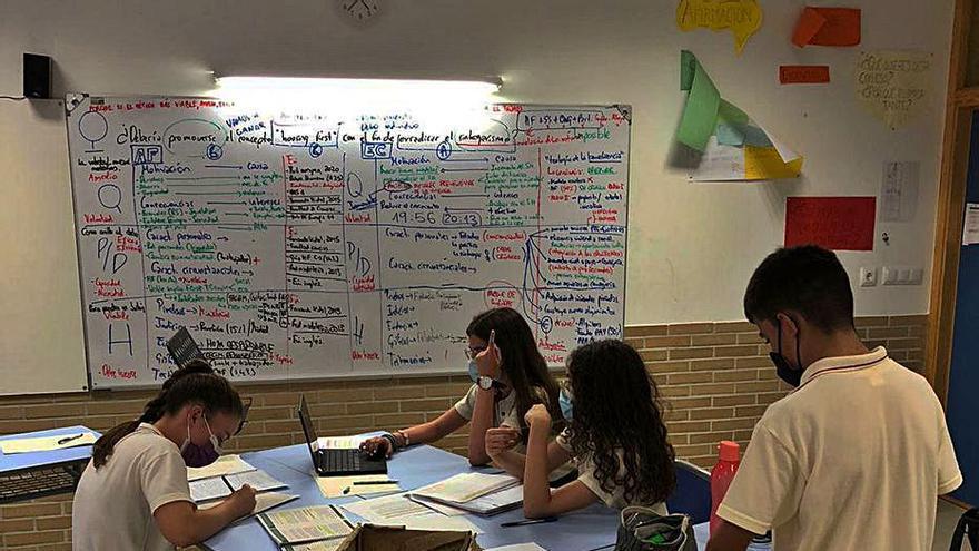 El equipo junior de la cooperativa Virgen del Pasico gana el I Torneo de Debate Internacional