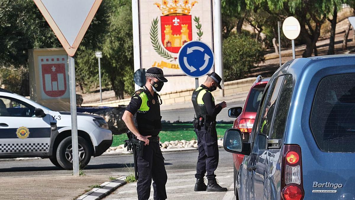 Control policial en uno de los accesos a Elda el pasado 7 de noviembre.