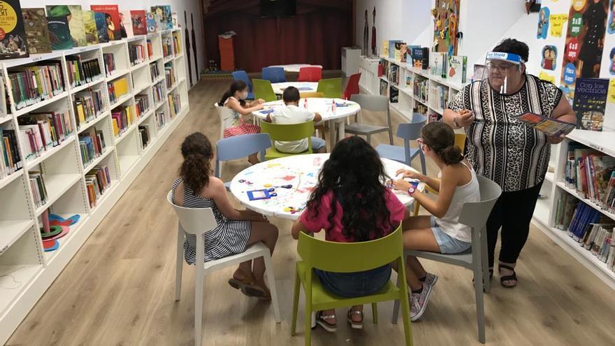 Más de 440 niños han participado este verano en las actividades de la biblioteca Tirisiti en Alcoy