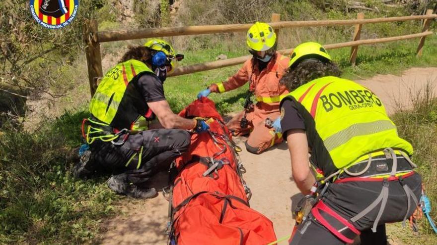 Evacúan a una mujer tras sufrir una caída en la ruta de las tres cascadas de Anna