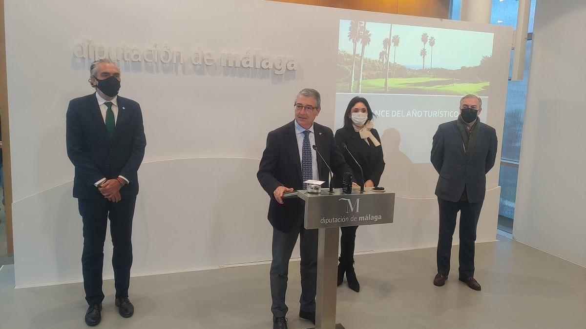 La presentación del balance turístico, con el presidente Francisco Salado en primer término.