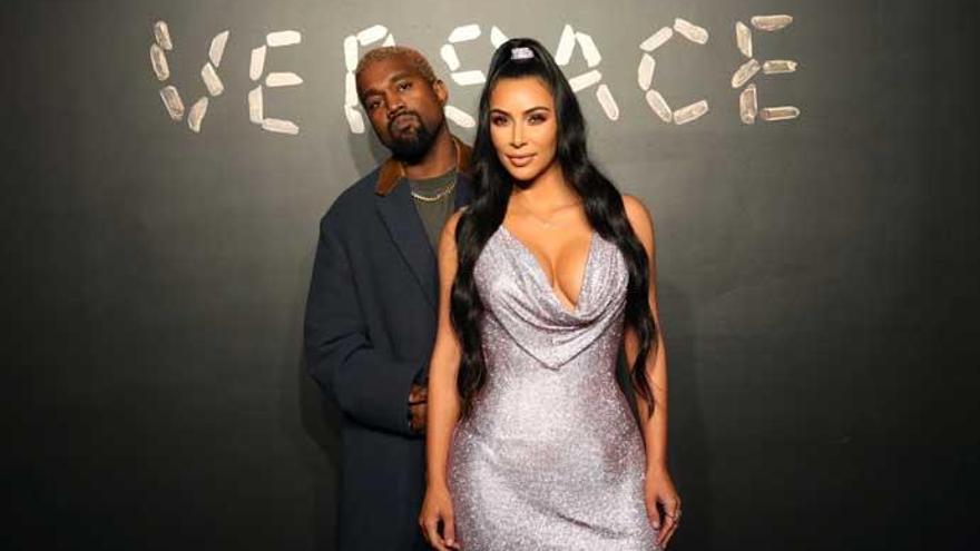 Kim Kardashian presenta a su cuarto hijo