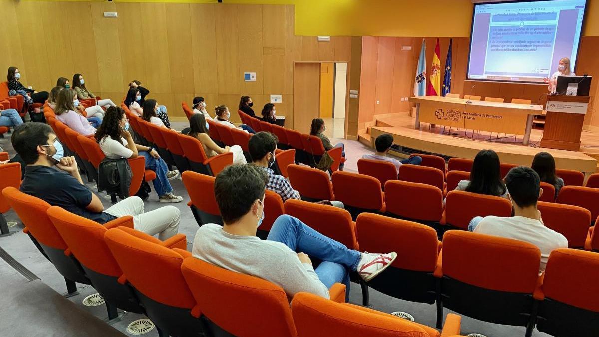 Nuevos residentes en el salón de actos del Hospital Montecelo.