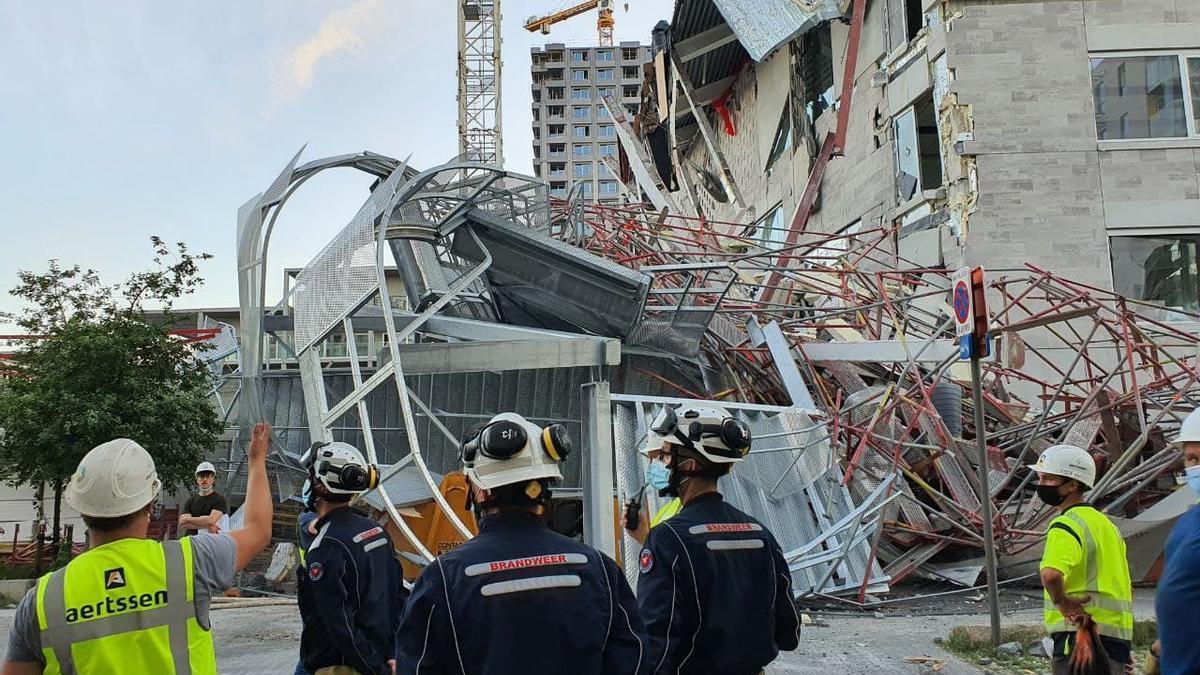 Gran parte de la estructura de la escuela se vino abajo por el derrumbe.