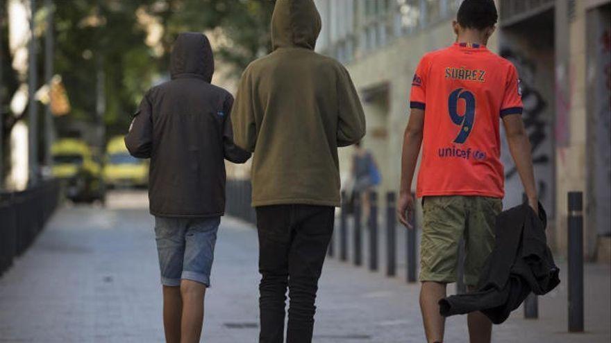 Canarias insta a la Fiscalía a que agilice el decreto que determina la edad de los migrantes en centros de menores