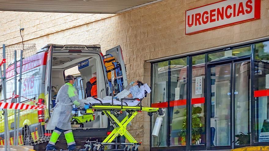 La presión hospitalaria obliga a Sanidad a dar altas anticipadas para liberar camas