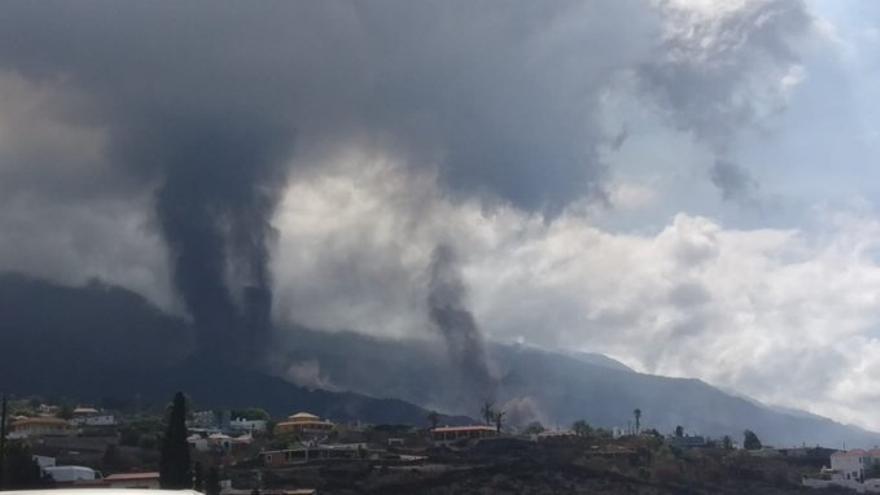 El Instituto Volcanológico de Canarias confirma la aparición de un nuevo foco en el volcán de La Palma