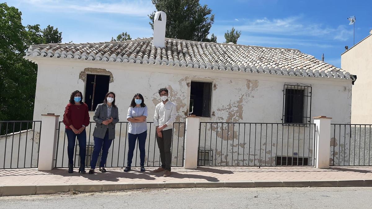 Visita de la delegada Cristina Casanueva a Almedinilla.
