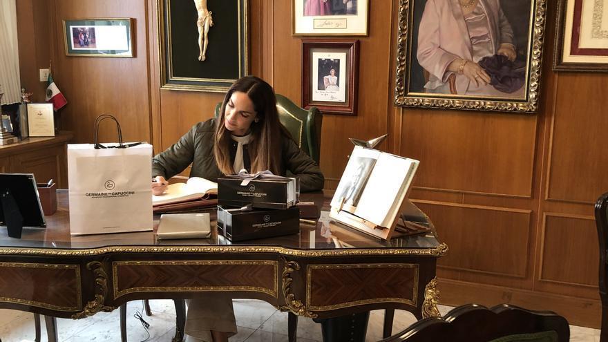 Eugenia Silva visita las instalaciones de Germaine de Capuccini en Alcoy