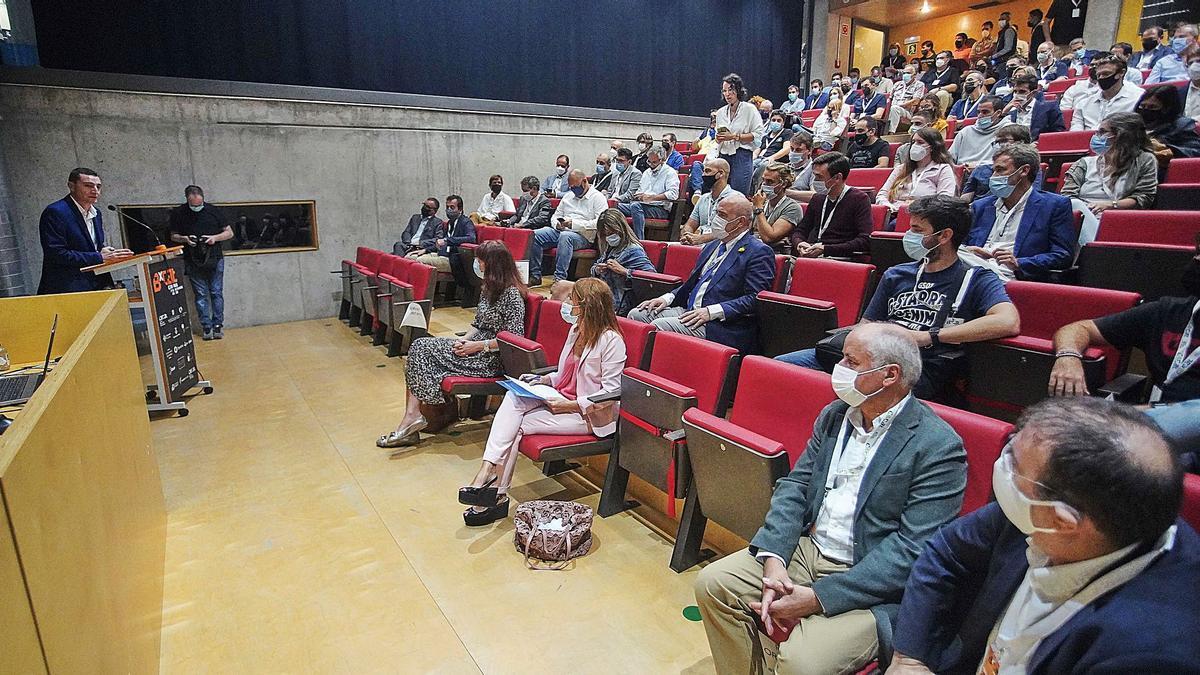 El director general, Daniel Marco, en la seva intervenció durant la inauguració de la fira BxCat, ahir a Girona.   MARC MARTÍ