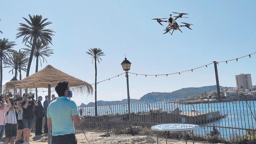 Els drons que vigilen i llancen salvavides arriben a les platges valencianes