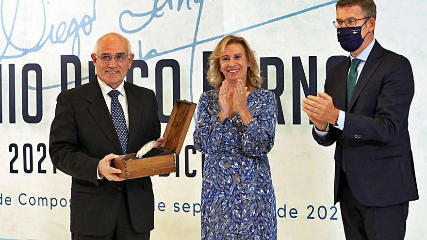 """Arturo Maneiro, premiado por """"servir a su país a través del periodismo"""""""