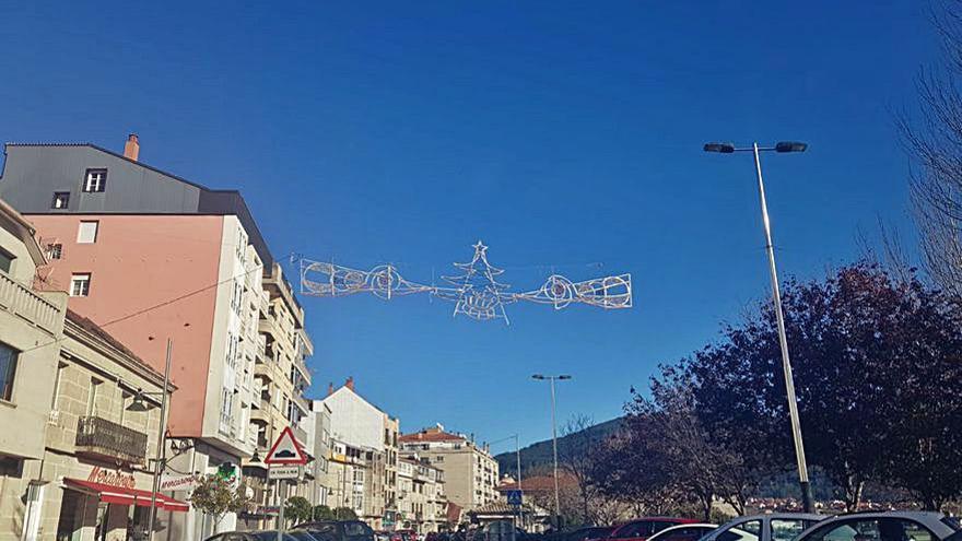 Moaña extiende a los barrios el alumbrado navideño con 65 arcos de luces en el rural