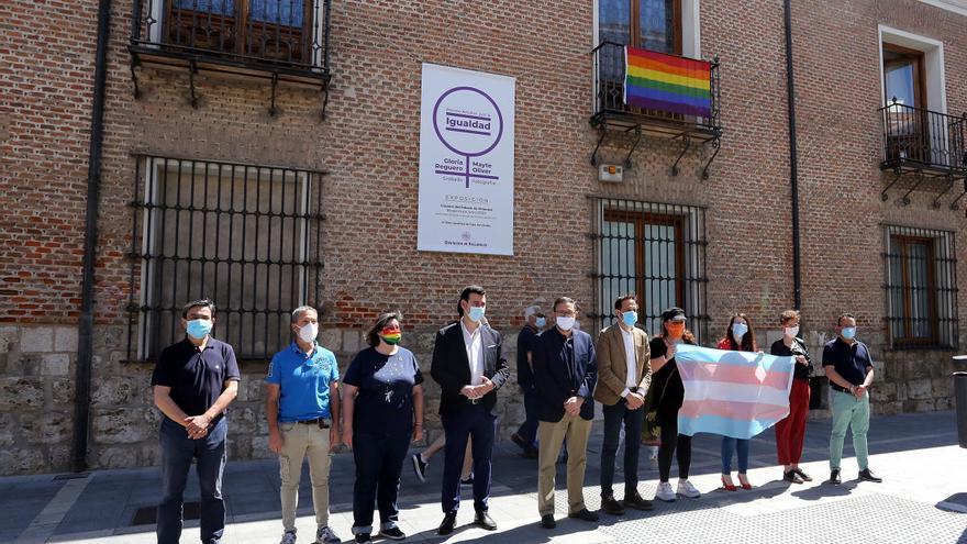 Abogados Cristianos se querella contra el presidente de la Diputación de Valladolid por colgar la bandera LGTBI