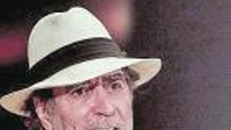 Joaquín Sabina reaparece con buena salud