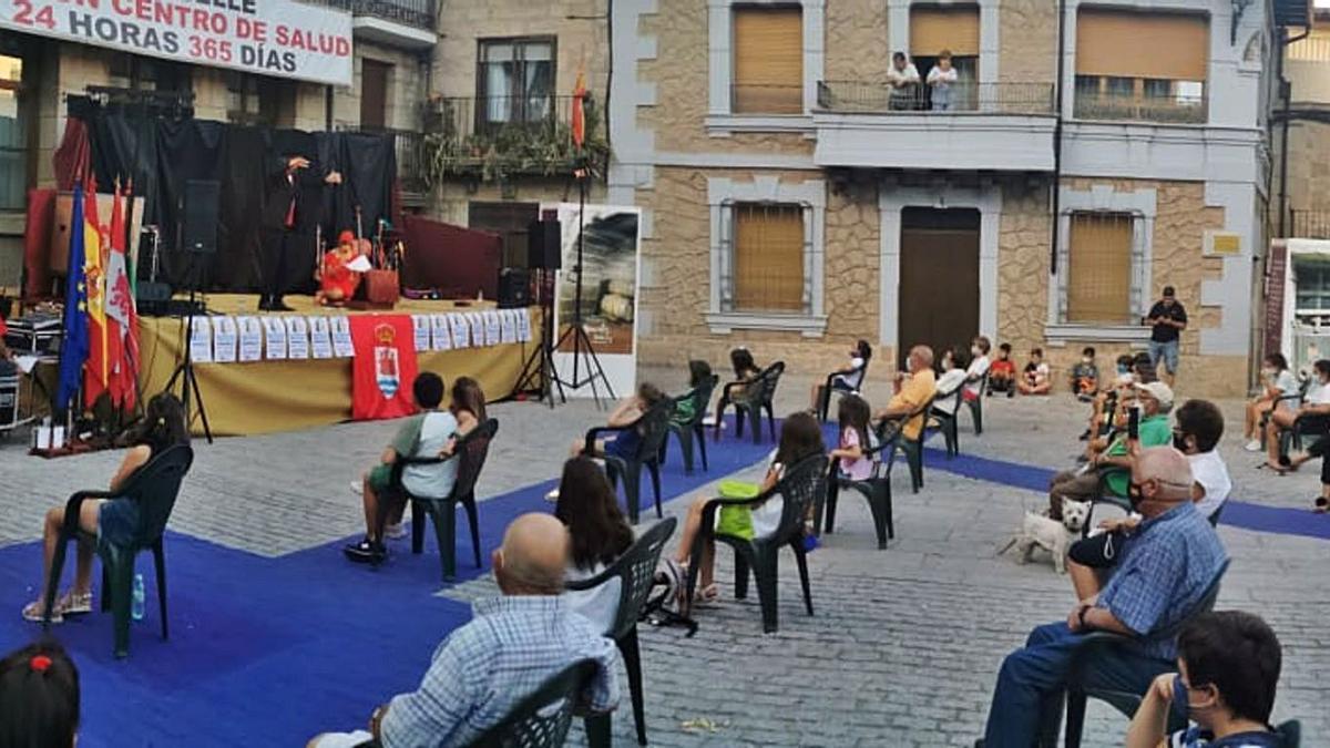 Tarde mágica en la Plaza Mayor de Fermoselle